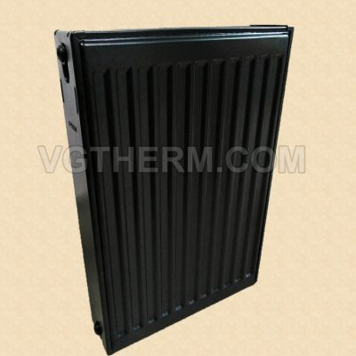 панелен радиатор черен